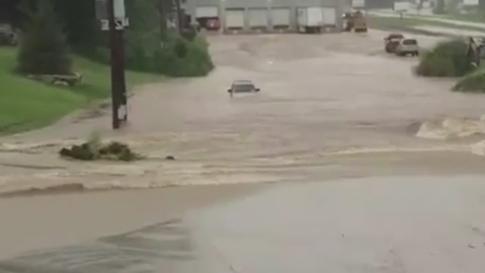 07/08/2015 - Neighborhoods Evacuated Near Indianapolis; Meteorologists Warn More Flooding Likely - weather.com