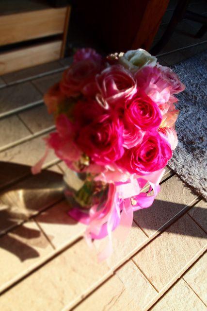 バレンタインデーにウエディング♪♪甘いピンクを使ってバレンタインデーにぴったりです〜♡髪飾りのイメージはラプンツエルっ!!!お揃いのリストブーケも♪可愛ら...