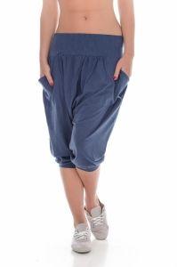 Pantalon 3/4  PUMA  pentru femei JAMAICA JAM 3/4 PANTS - 559933_01. Design-ul modern si materialele de calitate din care sunt confectionati, fac din pantalonii Jamaica Jam ¾ Pants o achizitie necesara pentru garderoba dumneavoastra. Acestia sunt confectionati dintr-o combinatie de bumbac si modal, combinatie ce ofera confort si comoditate modelului. Pantalonii dispun de doua buzunare laterale spatioase si extremitati elastice, extremitati ce asigura o priza excelenta asupra corpului…