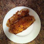 Filets de pangasius farinés et assaisonnés      2 filets de pangasius     2 oeufs      1/4 tasse lait      2 tasses farine     1 cuillère à table poudre d'ail ou sel d'ail     1 cuillère à table épices à salade (facultatif)     paprika au goût     sel et poivre au goût     2 cuillères à table margarine