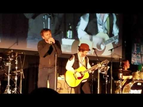 "Mark Pellegrino singing ""Baptize Me Over Elvis Presley's Grave"" Nashcon 2017 - YouTube"