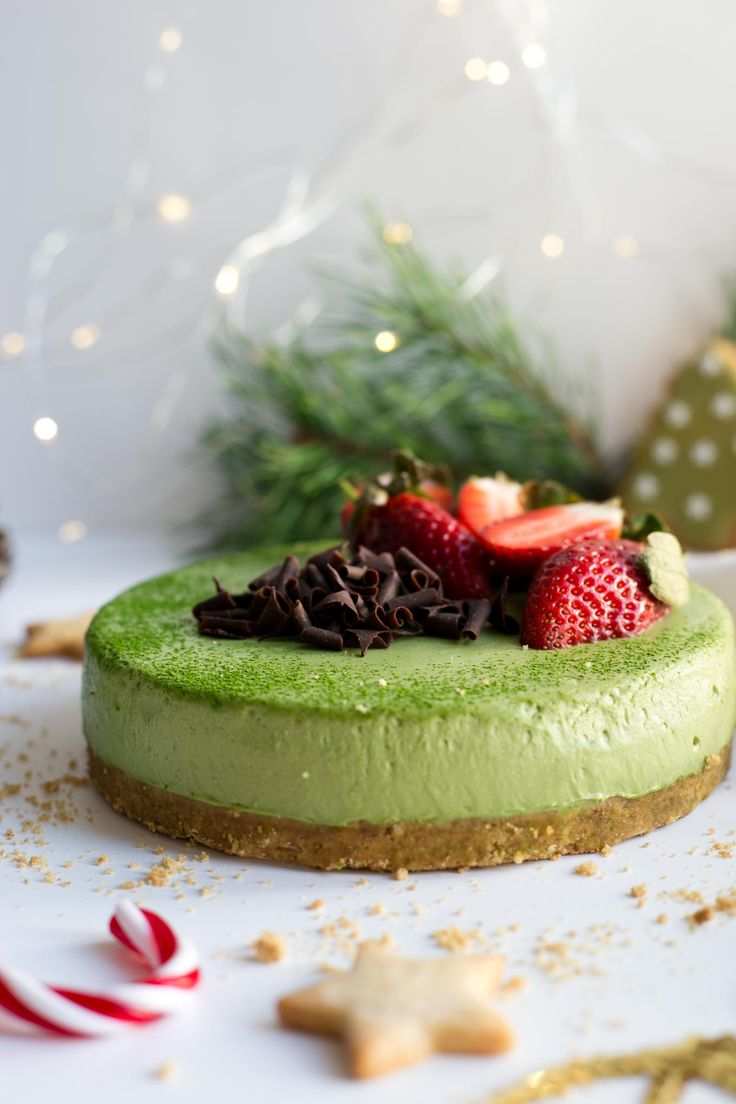 Matcha cheesecake recipe with ginger flavoured base. Super smooth and creamy cheesecake with green matcha tea. Quick and easy, 100% vegan!