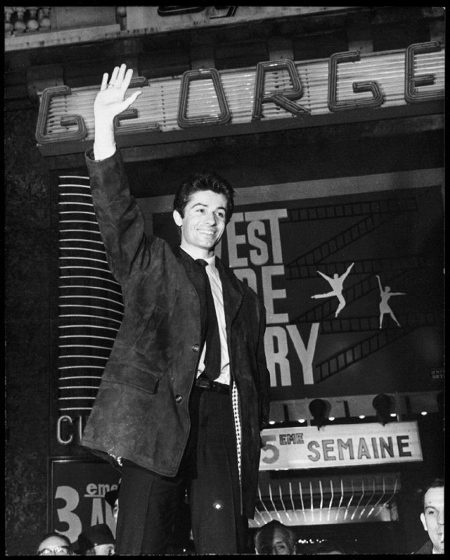 WWS Premiere : George Chakiris' arrival was greeted with cheers