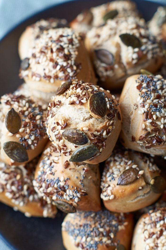 Mini Körnerbrötchen mit Roggen- und Dinkelmehl über Nacht - Am Abend vorbereiten, am nächsten Tag backen - Einfach & Lecker | Overnight Bread Rolls with Rye and Spelt Flour | carointhekitchen.com