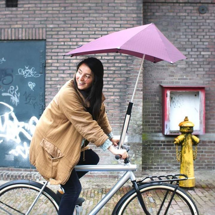 And its raining again! Dont get caught out (and saturated) using an inferior umbrella. Trust @senzumbrellas to keep you dry every time no matter how bad that rain gets. ฝนตกอกแลว อยามวทจะเปยกหรอตดอยกบรมทไมไดมาตรฐาน ไววางใจ senz umbrellas ทจะชวยใหคณไมเปยกโชกตลอดเวลาไมวาฝนหรอลมจะแรงขนาดไหน.