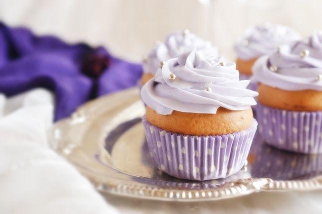 Kiss/Wedding cupcakes или классические черничные капкейки и мой Париж! -