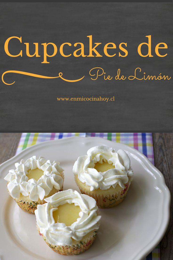 Cupcakes de pie de limón: Deliciosos cupcakes con una miga suave, relleno de crema de limón y crema batida alrededor. Una rica combinación de ácido y dulce.