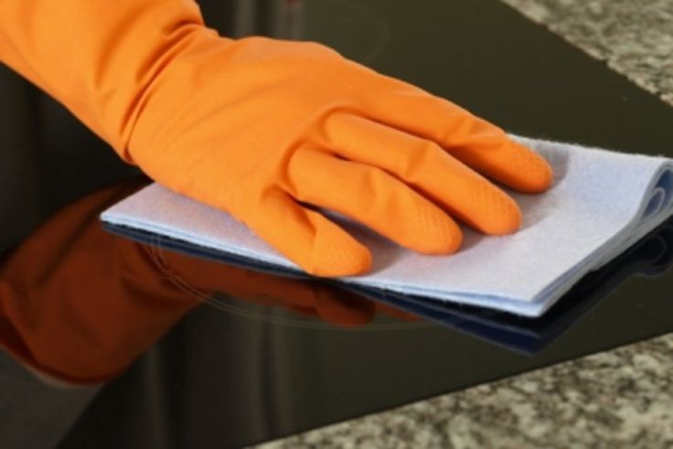 Nos plaques de cuisson sont les éléments de notre cuisine que nous utilisons le plus. Un bon entretien est ainsi nécessaire pour qu'elles durent plus longtemps et ne perdent en rien de leur esthétisme. Voici nos astuces d'entretien des plaques de cuisson qu'elles soient à gaz, électrique ou à induction.