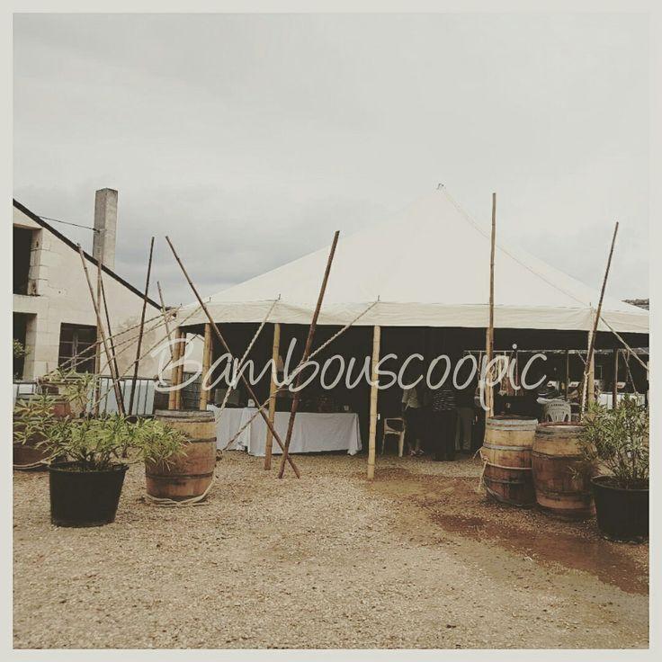 Chapiteau bambou nommé le Chapi-Bleu Bambouscoopic . 10m de diamètre.  Concert et réception pour un fin pique nique sous le chapiteau a mâture bambou designer par François Puech.