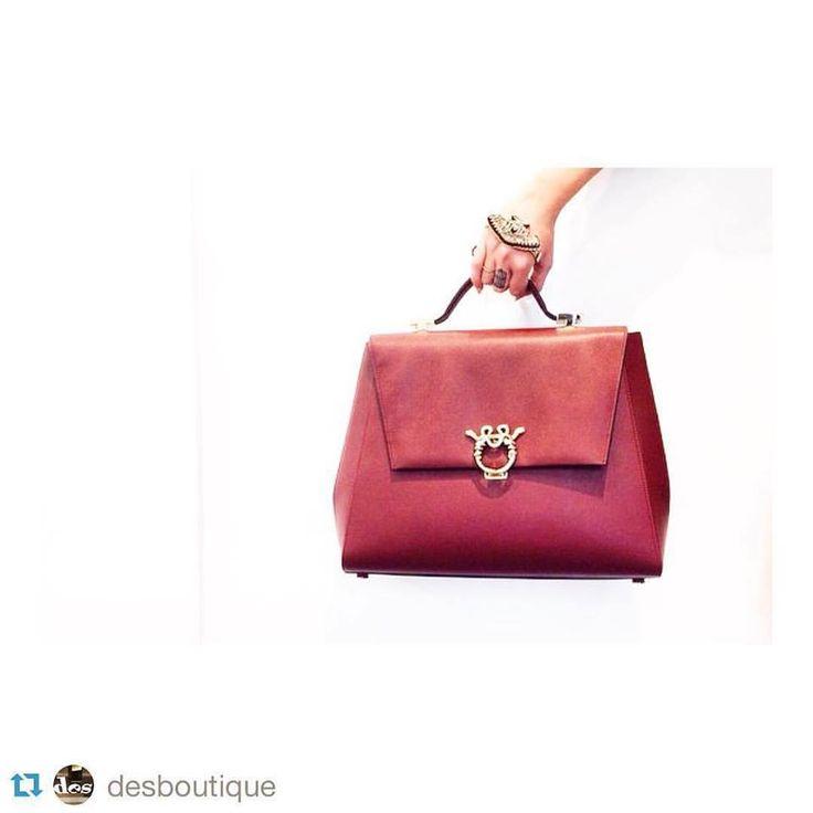 #Repost @desboutique with @repostapp. ・・・ #deswoman #lovely #bag #beautiful #newarrivals #like4like #musthave #vittorioveneto89 #altamura #magri @magriofficial ❤ ❤ #saffiano #WorldTraveler #LadiesAttaché #magri_handbags #magrihandbags #ItalianGlamour #ItalianStyle #LuxuryHandbags #etabetapr #magriofficial www.magri.com #CraftedinFlorence