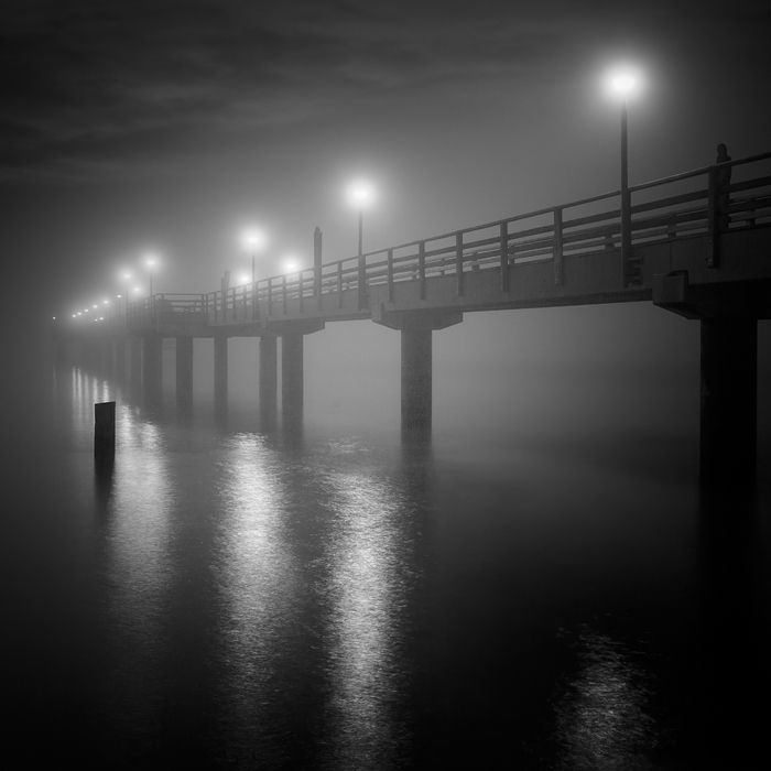 Photography, Digital in Construction, Edifice, Pier, pontoon, Canon EOS 5DMkII, EF 24-105mm, Long exposure, Raw, PS CS5, The sea birdge in Zingst (Baltic Sea) - Sea-Fog meets the night