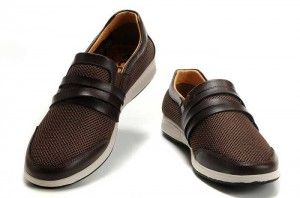 Your shoes are a very important aspect of any wardrobe. They should be comfortable and practical, but elegant and stylish at the same time. It can be hard to find a pair of shoes for a teenage boy, but if you know what to look for, it can all be easier. More on choosing back to school shoes for guys: http://attireclub.org/2014/08/13/back-to-school-outfit-ideas-for-boys/ #fashion #menswear #shoes