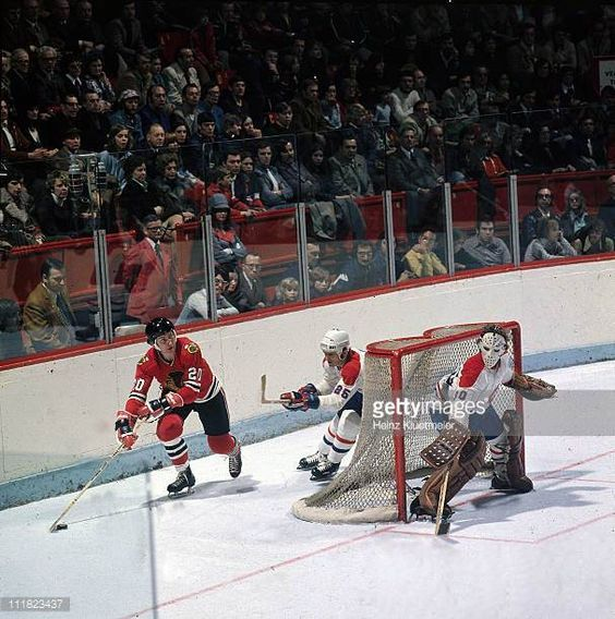 hockey-montreal-canadiens-goalie-wayne-thomas-and-jacques-lemaire-in-picture-id111823437 (607×612)