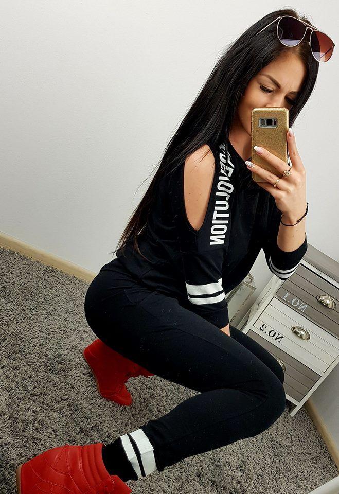 07af79f7fe07 Čierna tepláková súprava revolution girl s krásnym dizajnom. Veľkosť dámskej  teplákovej súpravy je univerzálna