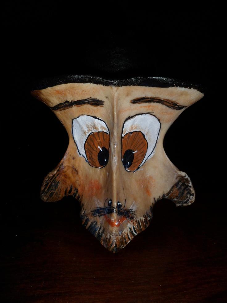 Cara de Hombre realizada en Hueso de vaca