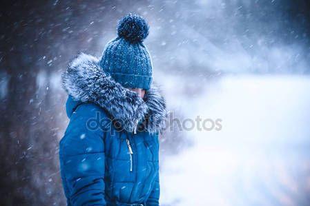 Девушка закутанный в теплый воротник из метель — Стоковое фото © kulkann #130264940