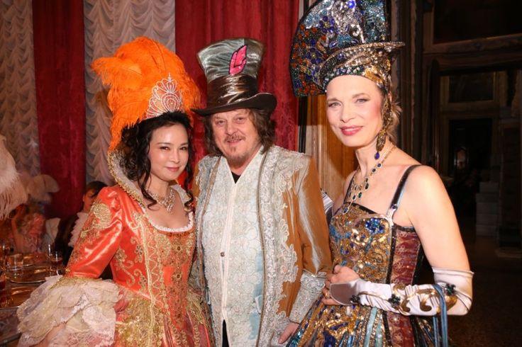 Il cantante Zucchero con Antonia Sautter. My wonderful friend Zucchero Fornaciari #ballodeldoge #venice #carnival