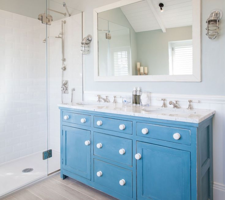 Bold, blue #bathroom