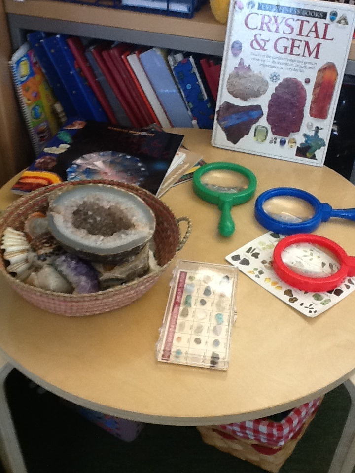This Pre-K science display encourages students to explore crystals and gems with magnifying glasses.