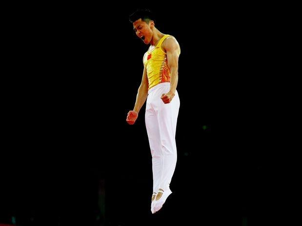 Na última sexta-feira, na Greenwich Arena, o chinês Dong Dong conquistou a medalha de ouro da ginástica de trampolim. O campeão olímpico havia sido bronze em Pequim e era um dos favoritos nos Jogos Olímpicos de Londres  Foto: Getty Images