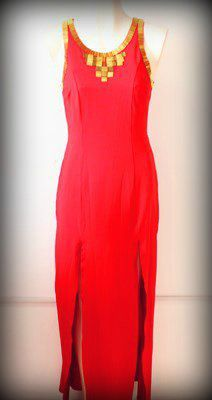 un #sexy #vestido #rojo con dorado #abertura al frente y #escote en espalda