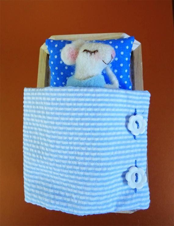 Felt mouse #Needlefeltedmouse #Feltanimals Felt mouse in bed