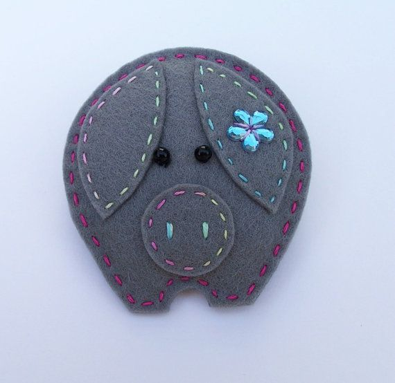 Percy felt brooch Pig