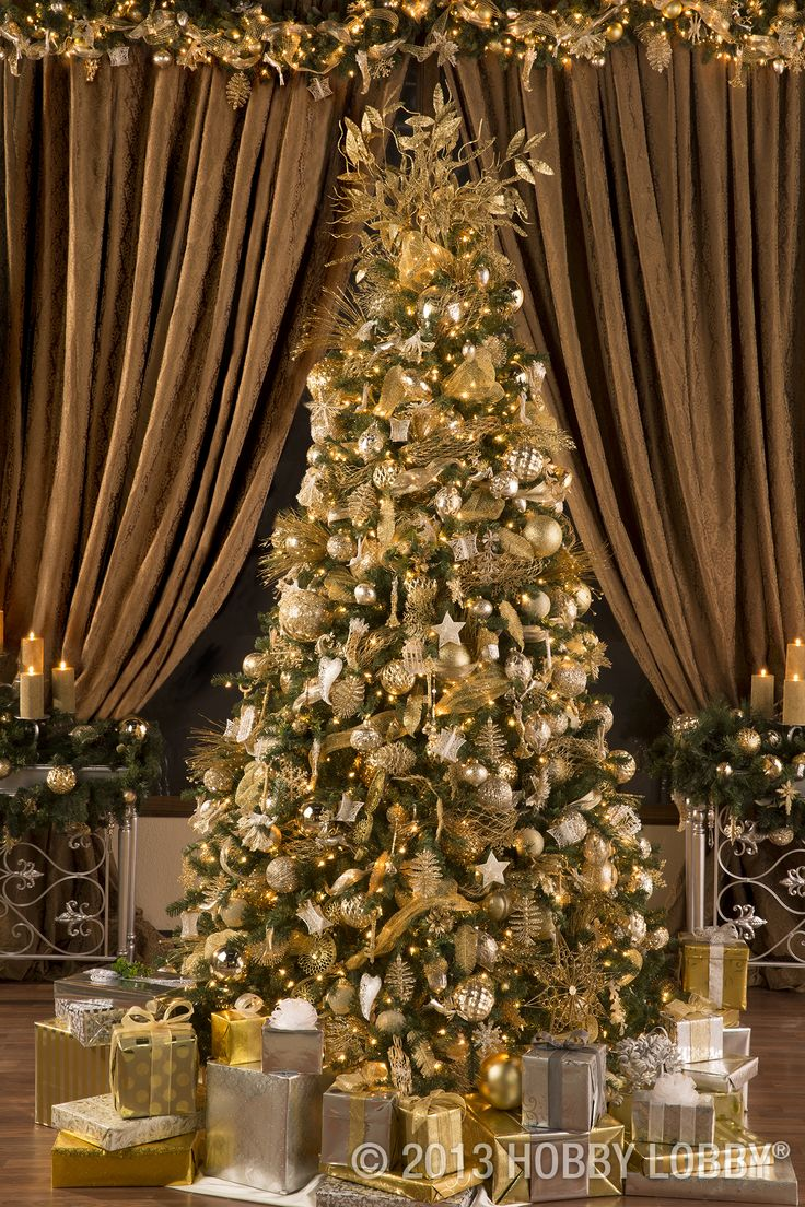Christmas tree decorated with pictures on it - Make Your Christmas Tree Sparkle Bright With Gold And Silver Decorations