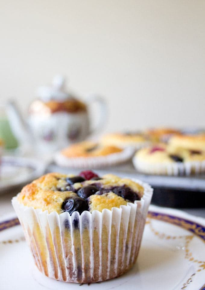 Do you want a quick low carb, gluten and sugar free breakfast that is perfect for busy weekday mornings? Say hello to these Grab & Go Low Carb Muffins.