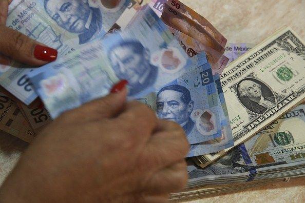 Dólar se vende en un máximo de 18.07 pesos en sucursales bancarias - Noticieros Televisa