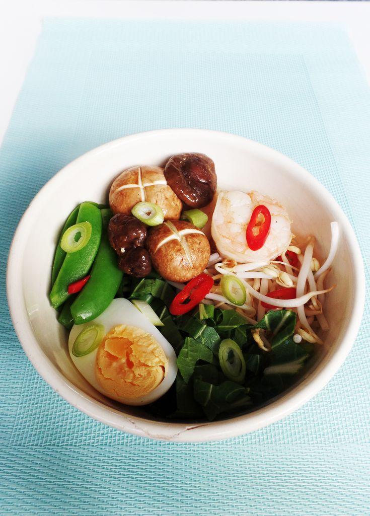Recept voor Japanse ramen - Noedelsoep. De grote smaakmaker in dit gerecht in de bouillon.