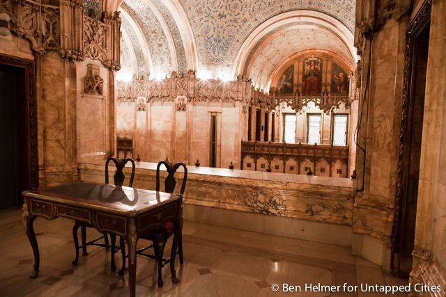 Top 10 Secrets of the Woolworth Building in NYC... We uncover 10 of the Woolworth Building's secrets, from its involvement in the Manhattan Project to its safety deposit vault.