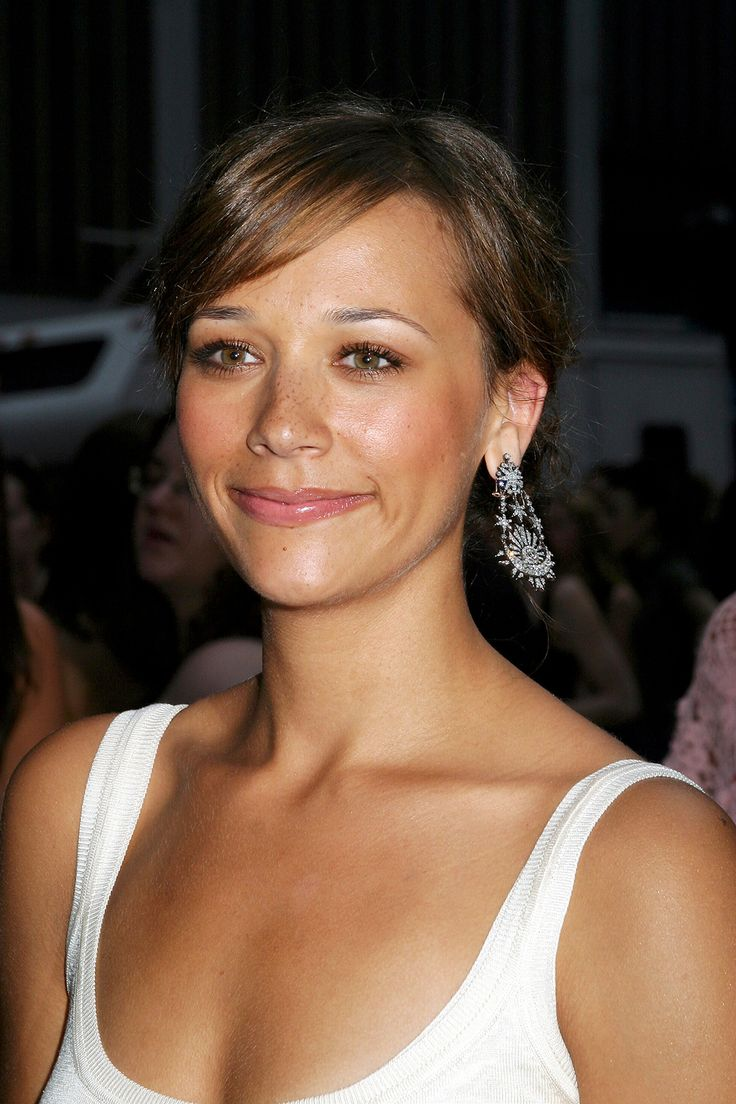 Celeb Makeunders That Blew Us Away #refinery29  http://www.refinery29.com/2014/05/68031/celebrity-makeunders#slide17  Rashida Jones In the early aughts, the lovely and talented Rashida Jones fell victim to the siren call of the blush/bronzer duo.