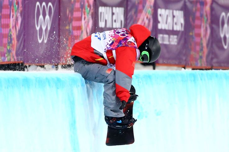 Yiwei Zhang of China crashes as he competes in the Snowboard Men's Halfpipe Finals (c) Getty Images