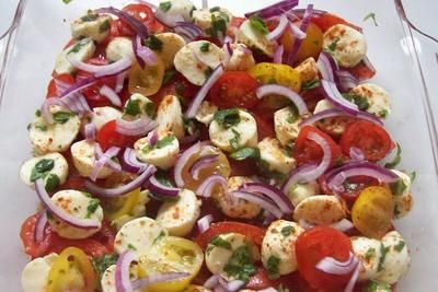 "Schichtsalat ""Tomate-Mozzarella"" mit Honig-Balsamico-Dressing"