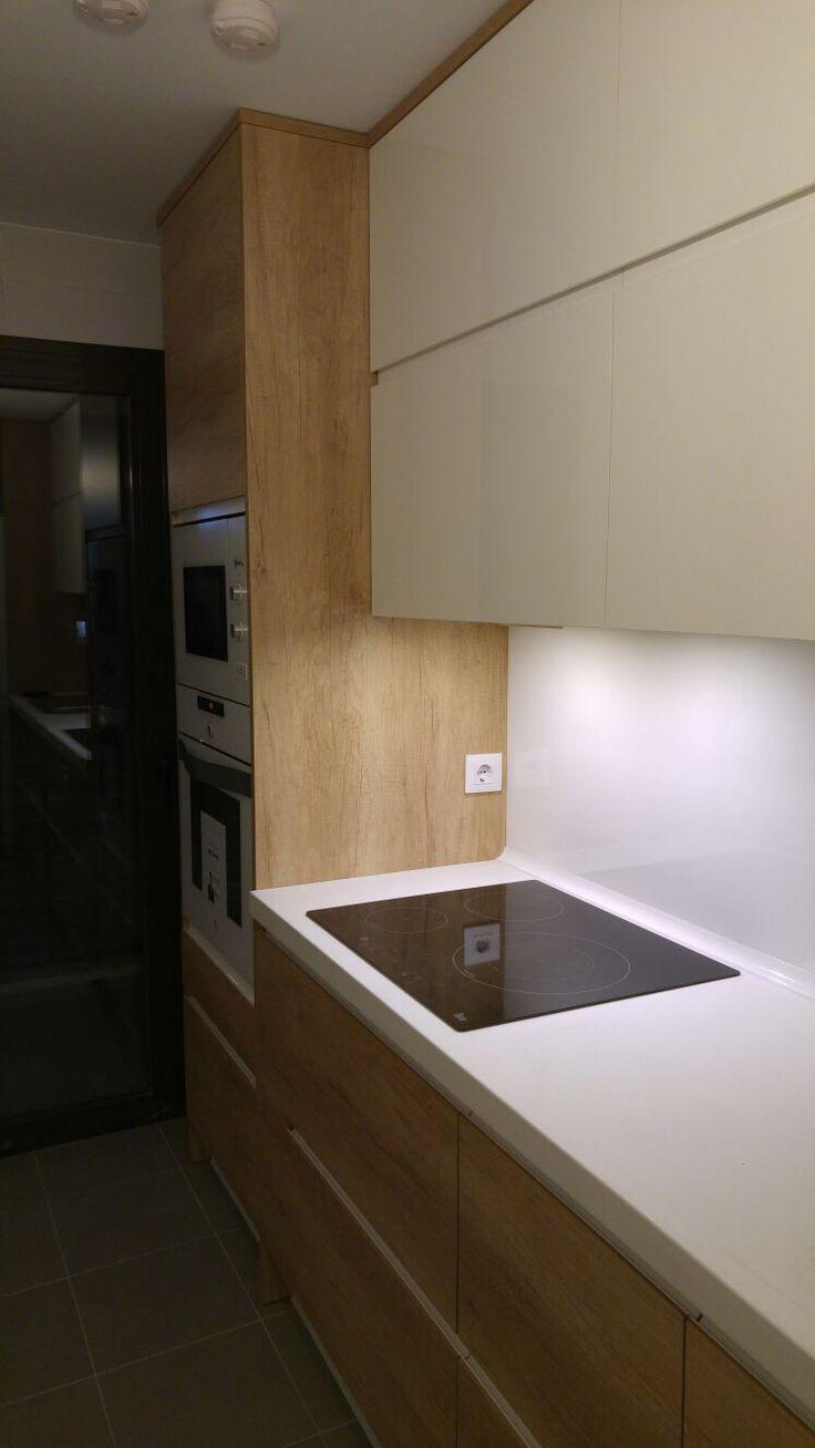 Cocina en luxe lavado con estratificado en tono madera pino viejo. Muebles de cocina Edymar