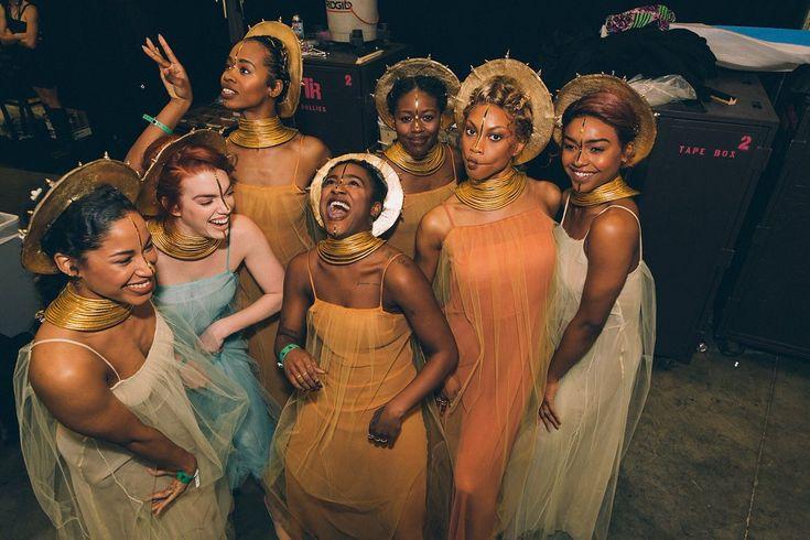 hustleinatrap:    That moment when Beyoncés dancers take better pictures than Vogue editorials.