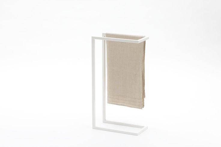 C 09 porta asciugamani da terra in acciaio verniciato for Portasalviette bagno design