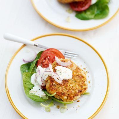 Een vegetarisch recept: witte bonenburger met spinaziesalade. Neem een kijkje op ZTRDG.nl om de bereidingswijze van dit gerecht te zien, of voor andere lekkere recepten van het seizoen.