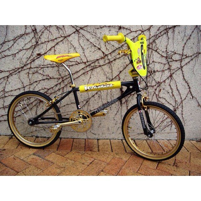 116/116. Carrying on with our look back at the evolution of BMX bikes from day 0. .......... This is a bit nice isn't it?! I'd personally run this without the top pad but that's just down to personal taste. 1981 Kuwahara KZ-1 in astounding condition.  #Lookbackbmx #bmx #oldschoolbmx #midschool #midschoolbmx #90sbmx #80bmx #70sbmx  #bmxlegend #history #kuwahara #japan #japanese #kuwaharabmx #motorcross. Thanks  to  @bmxmuseumdotcom for the pics. (more posts to come chronicling the evoluti...