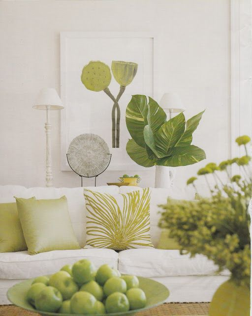 I love the botanical highlights in this all white room. Hydrangea Hill Cottage: Adrienne Vittadini in Florida #home_decor_green