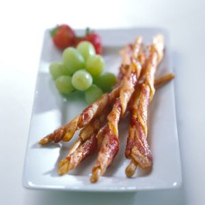 Bacon twists!! I haven't tried it yet, but this looks like a tasty appetizer for us bacon lovers.