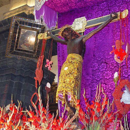 ¡Taytacha  o...   Señor de los Temblores!...La imagen del Patrón Jurado del Cusco (Lord of the Earthquakes), en el altar mayor de la Catedral del Cusco, templo barroco construido durante 100 años sobre un palacio Inka.