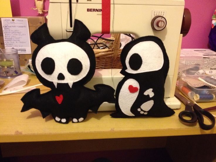 Cutey penguin plush and bat available on:https://www.etsy.com/shop/StickandOopel