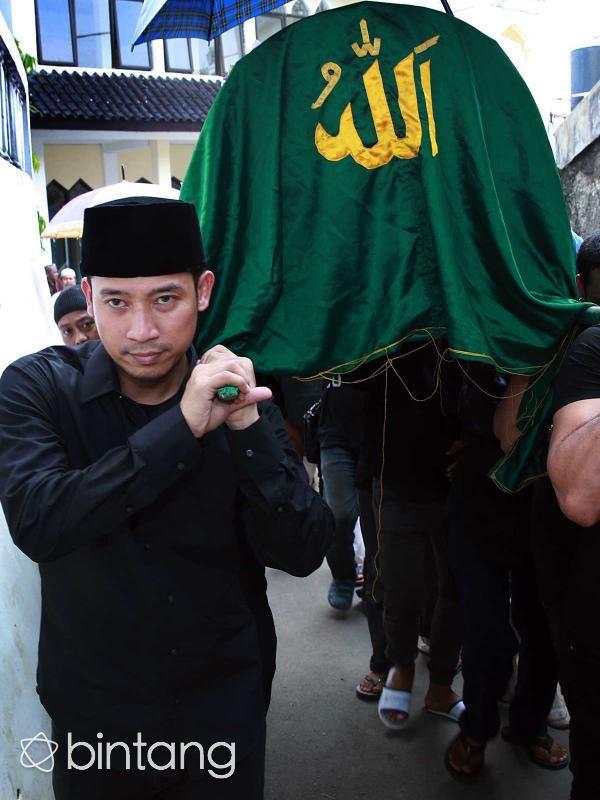 Kabar meninggalnya ayah Denny Cagur, Rodjali Bin Toto kemarin cepat tersebar. Namun ada kenangan yang ditinggalkan beliau semasa hidupnya. Salah satunya adalah goyang Bang Jali. #Selebritis #DennyCagur #BangJali #Bintang #Indonesia