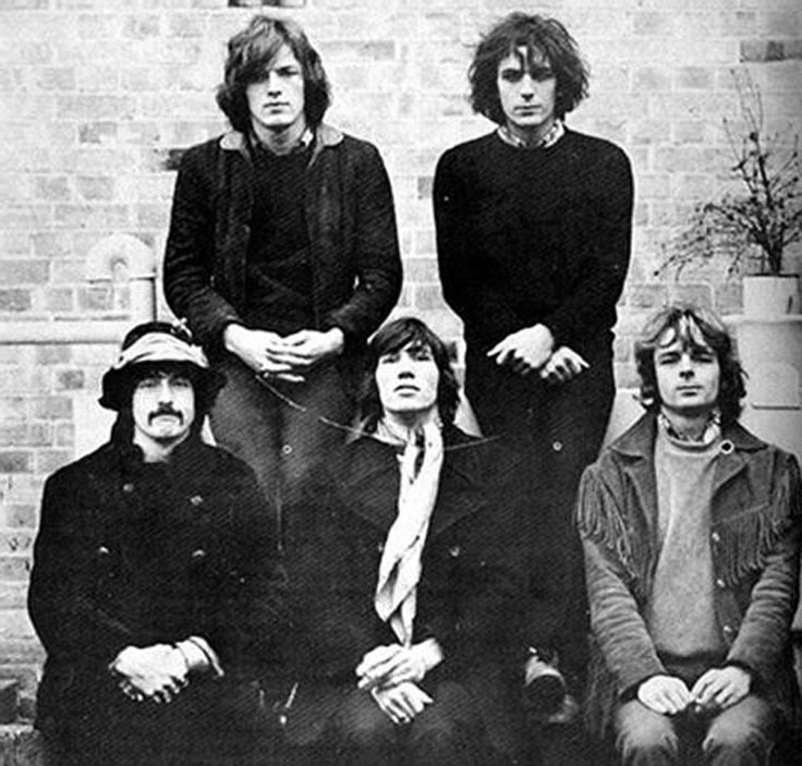 Very rare photo... all 5 founding members of PINK FLOYD... fathers of psychedelic rock. Nick Mason, Roger Waters, Richard Wright, David Gilmour and Syd Barrett (top right)