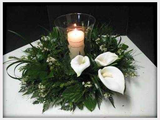 Lovely greenery and white floral arrangement | plectrumbanjo.