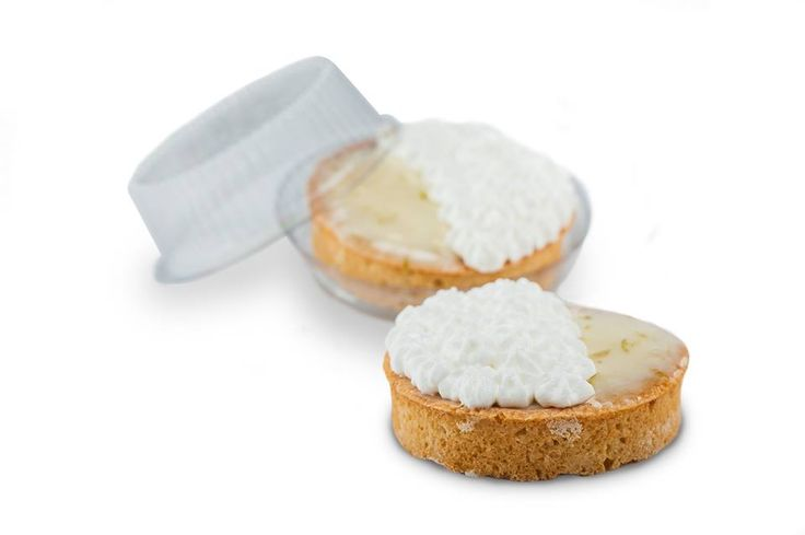 Especialidade Libe Confeitaria: Tortelee de Limão - Recheada com creme de limão, base amanteigada e coberta por merengue e raspas de limão.
