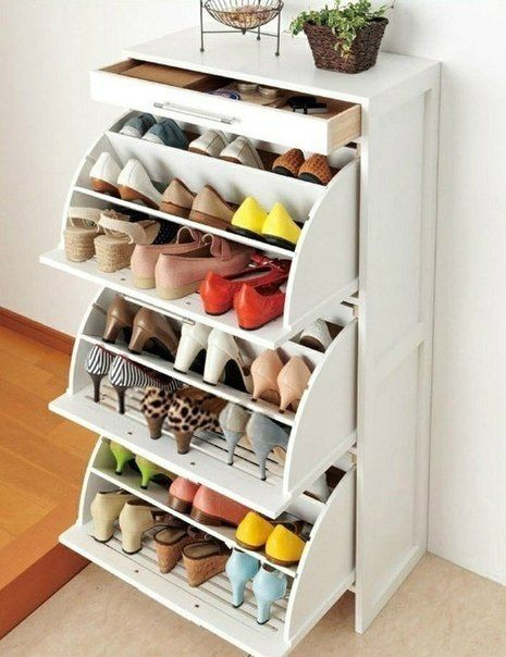 (for the half-bath) This can be the option for francesco's shoes, for my flip-flops. Need to measure if when divided in two can fit the heels