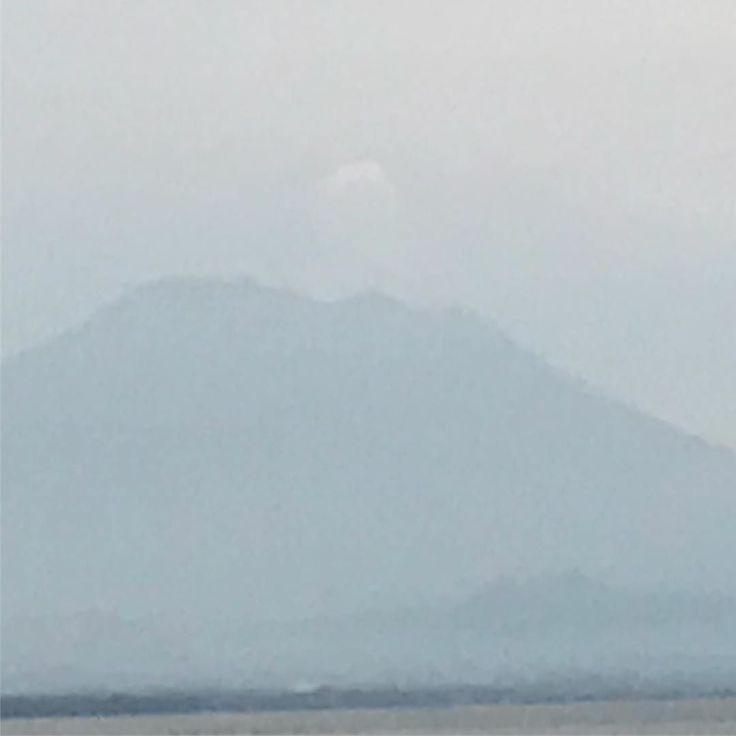 Habemus papam: der Mount Agung raucht doch etwas #bali #inseldergötter